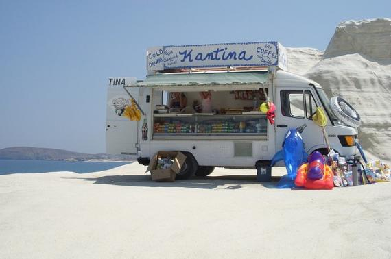 'Kantina Truck at Sarakiniko Beach - Milos, Greece' - Μήλος